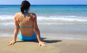 ragazza-spiaggia-mare-latina-24ore-887710