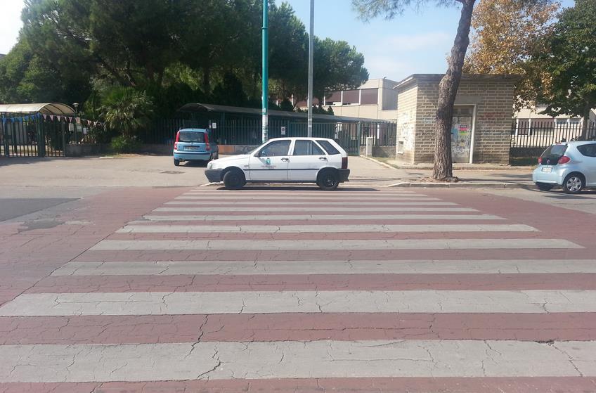 scuola-via-bechelet-auto-comune
