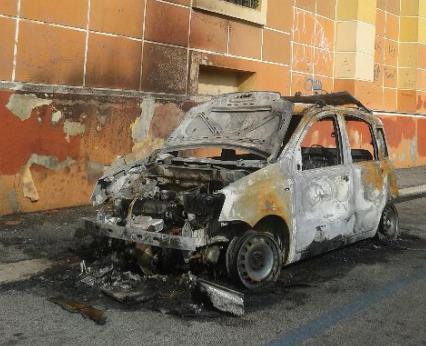 auto-incendiata-latina-24ore