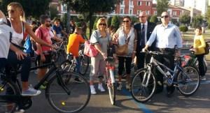sindaco-studenti-bicicletta-latina
