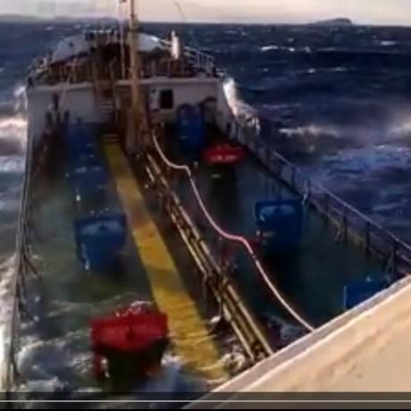 video-mare-burrasca-ponza-acqua