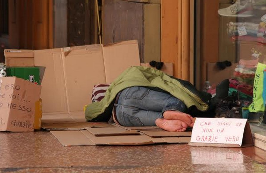 clochard-fame-poveri-latina