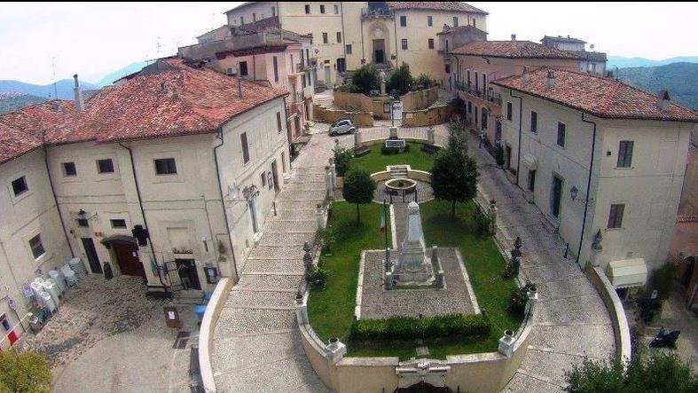roccagorga-piazza-panorama