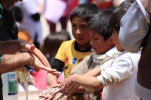 mani bambini Apurimac