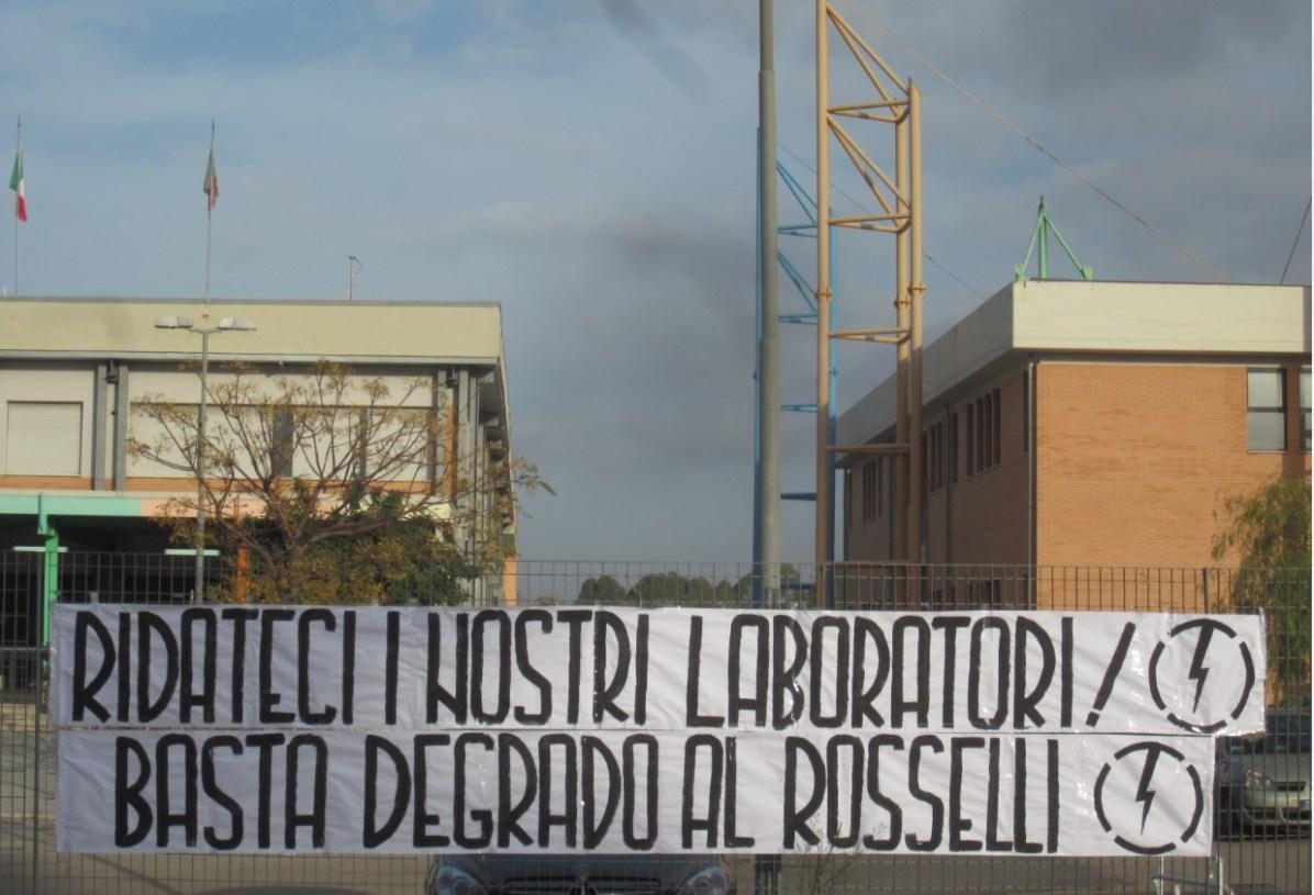 aprilia-protesta-scuola-rosselli-2015-1
