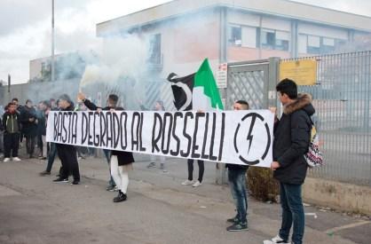 aprilia-protesta-scuola-rosselli-2015-3