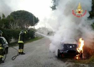 incendio-auto-aprilia-1