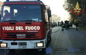 incendio-auto-via-piave-latina