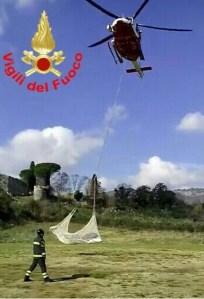 elicottero-deltaplano-vigili-fuoco-recupero
