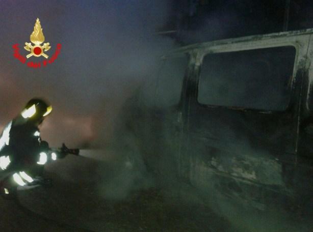 incendio-furgone-vigili-fuoco
