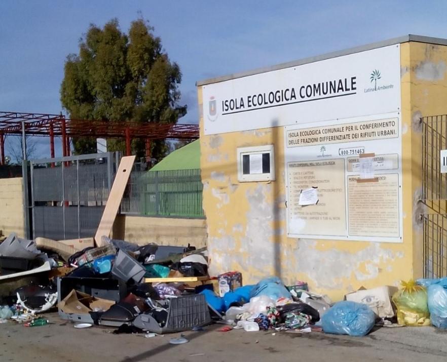 rifiuti-isola-ecologica-latina-ambiente