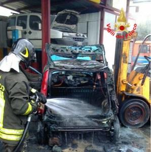 incendio-auto-panda-vigili-fuoco