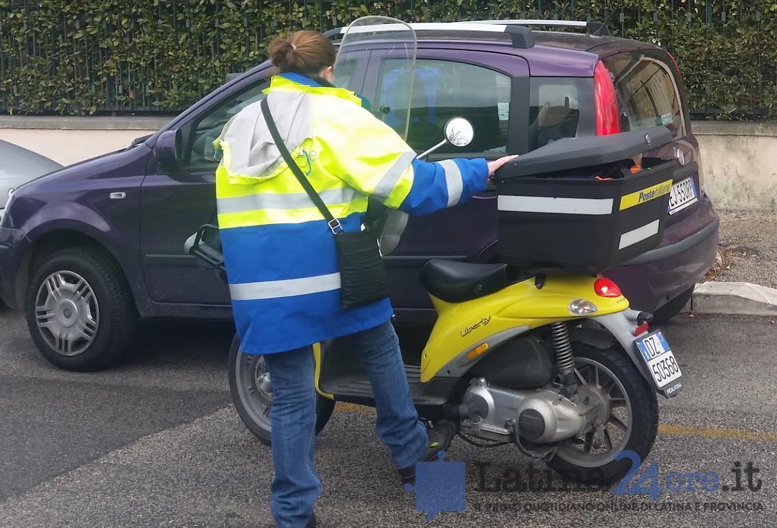 postino-latina-posta-scooter-postina