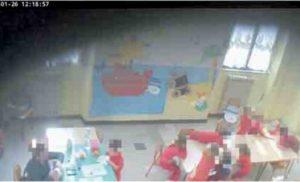 Un fotogramma tratto dai video registrati nella scuola di Piazza Dante