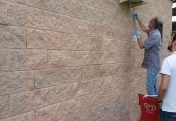 parete-pulita-dai-volontari