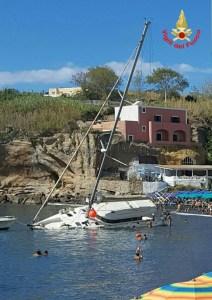 barca-incendio-ventotene-2
