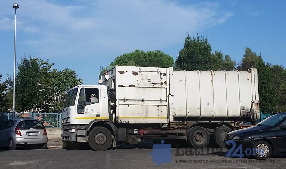camion-rifiuti-latina-ambiente-2016