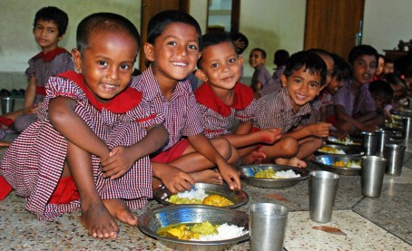 bambini-pasto-caldo-fame