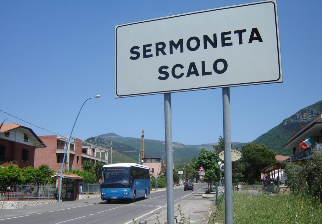 sermoneta-scalo-bus-cartello