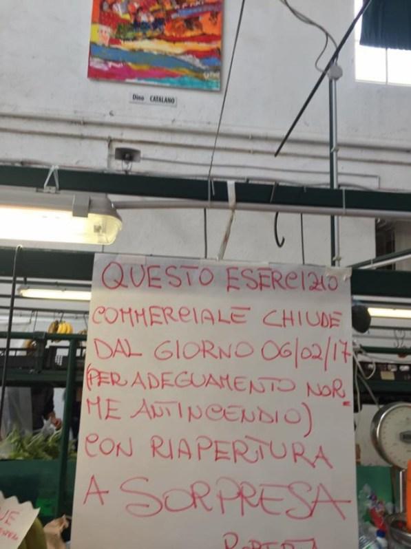 cartelli-mercato-coperto-latina-chiuso