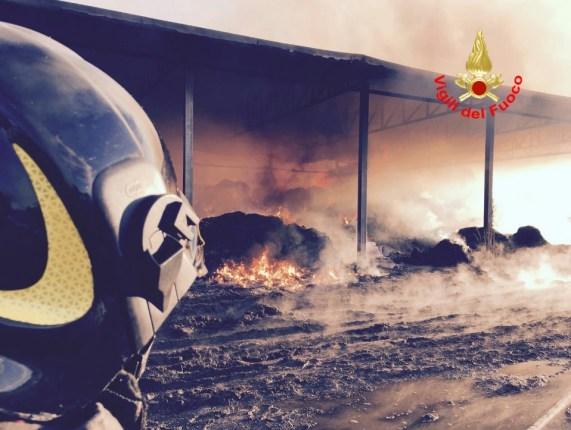 incendio-vigili-fuoco-latina-2