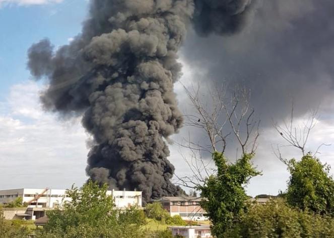 incendio-pomezia-nube-tossica