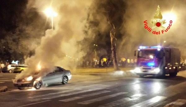incendio-auto-latina2
