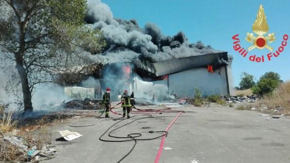 incendio-ex-cooperativa-campoverde-aprilia2