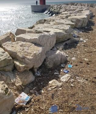 sporcizia-rifiuti-riomartino-porto-canale-0
