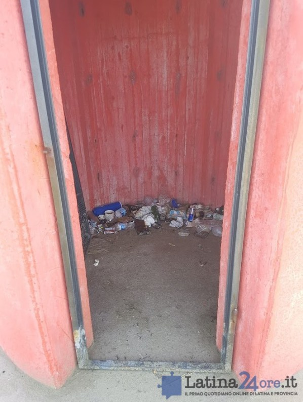 sporcizia-rifiuti-riomartino-porto-canale-4