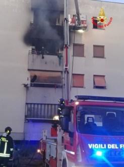 incendio-palazzo-cisterna-2