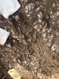 scheletro-resti-umani-satricum-latina-2
