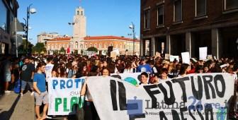 manifestazione-latina-piazza-studenti