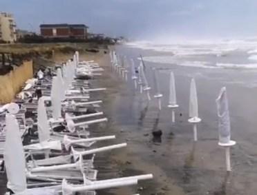 ombrelloni-in-mare
