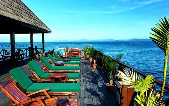 Malaysian Borneo resort, Borneo Divers deck