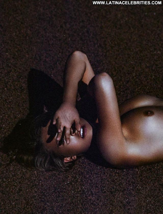 Marisa Papen Babe Posing Hot Nude Model Celebrity Photoshoot