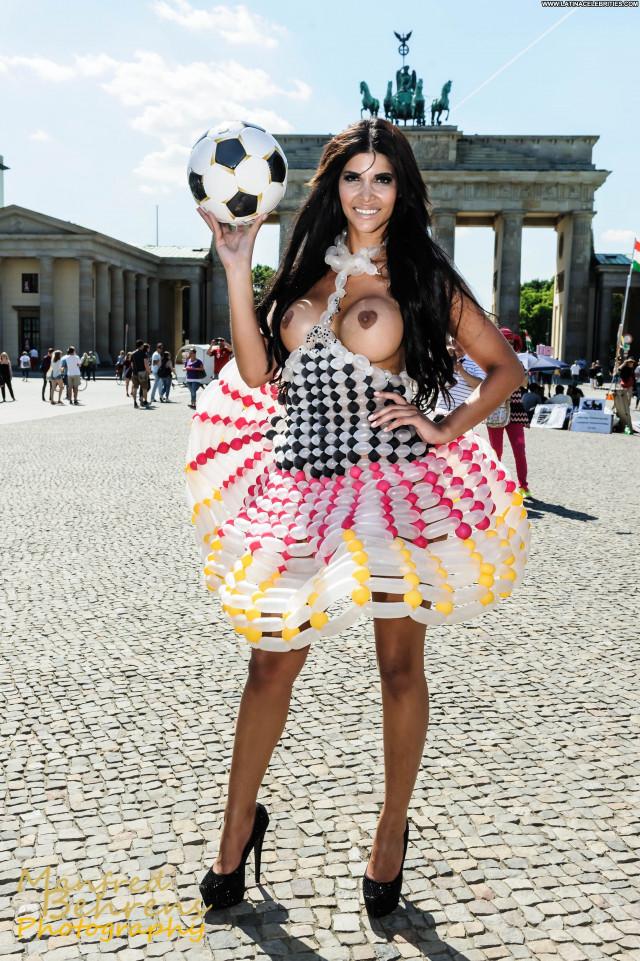 Zoe Hardman India Celebrity Posing Hot Babe Boobs Beautiful Big Tits