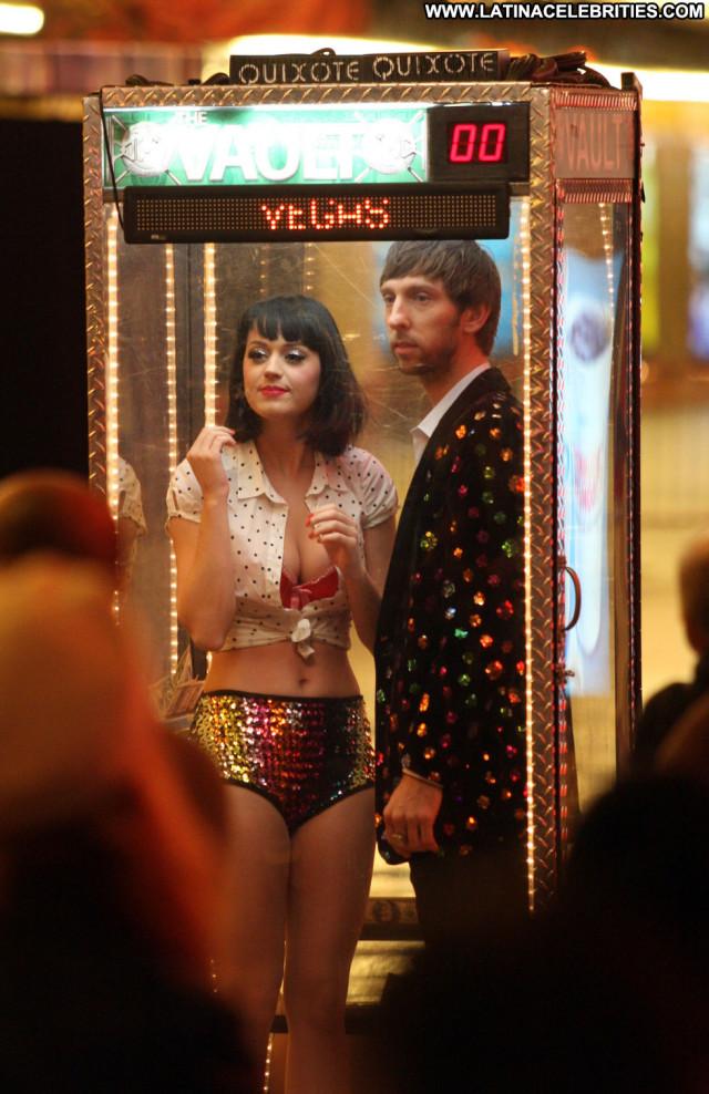 Katy Perry Las Vegas Celebrity Beautiful Babe Paparazzi Posing Hot