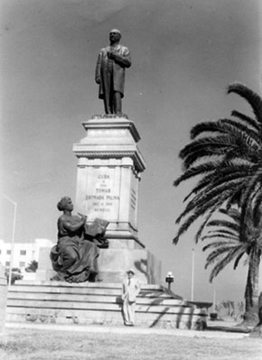 https://i2.wp.com/www.latinamericanstudies.org/1895/palma-estatua.jpg