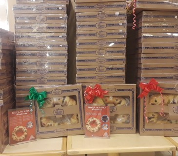 """Piles of """"Rosca de Reyes"""" pastry are boxed and ready to go at the local Sanborns department store. Photo by Latin Life America"""