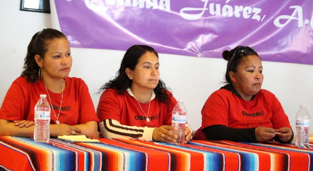 From left to right: Lexmark workers Miriam Delgado, Rosa Maria Villalvazo Hernandez and San Juana Perez Mendez at a El Paso press conference. (Photo: Maria Esquinca)