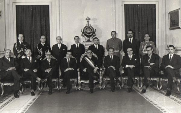Salvador Allende (center) in 1970 with his Cabinet. ( Biblioteca del Congreso Nacional)
