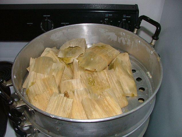 800px-tamales_mexicanos_navidad2004