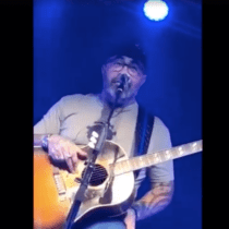 Singer Aaron Lewis Says He Doesn't Speak Spanish Because He's 'American'