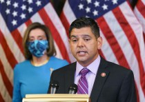 Hispanic Caucus Chair Abandons Pathway to Citizenship in Budget Negotiations