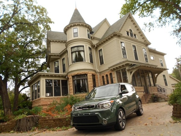 Kia Soul in front of carriage house in Mary Tyler Moore Show.