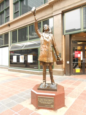 Statue of Mary Tyler Moore in downtown Minneapolis.