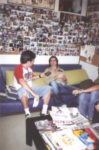 Juanes dando entrevista para revista MTV