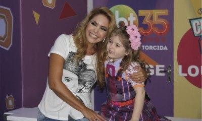 Lucero no show de Cúmplices de Um Resgate com a pequena Lorena Queiroz, a Dulce Maria de Cainha de Anjo