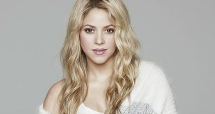 shakira-barcelona-portrait-billboard-650